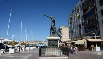 Un restaurant sur le port de Toulon